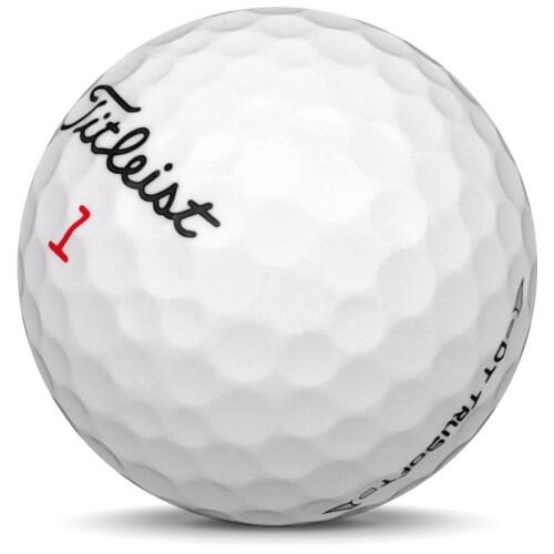 Golfboll av modellen Titleist DT Trusoft i 2017 års version med vit färg sned bild