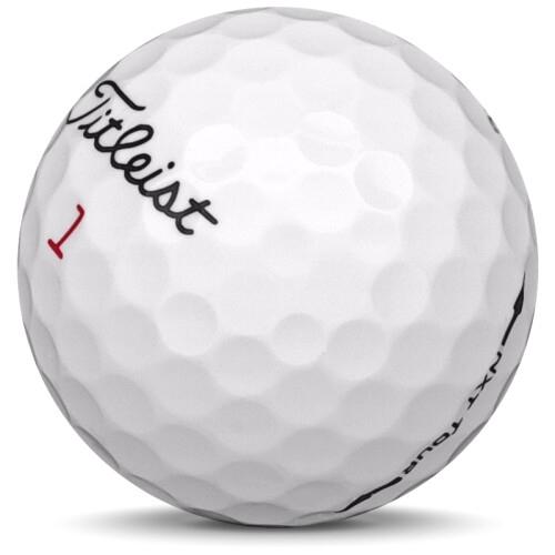 Golfboll av modellen Titleist NXT Tour i tidigare års versioner med vit färg sned bild