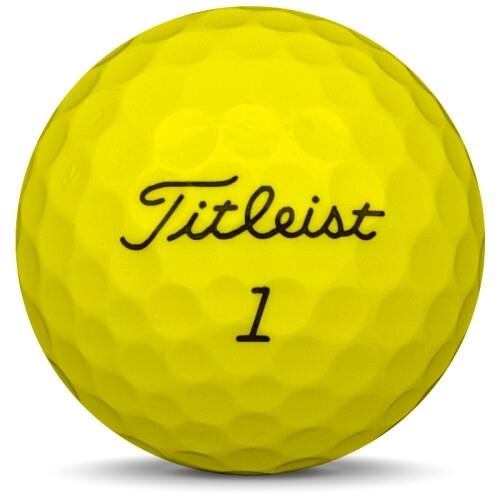 Golfboll av modellen Titleist NXT Tour S i 2017 års version med gul färg framifrån