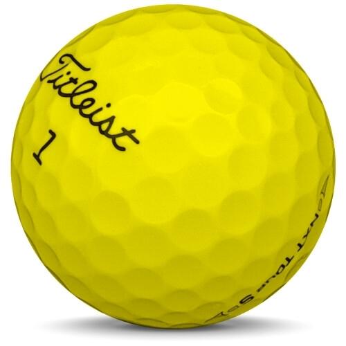 Golfboll av modellen Titleist NXT Tour S i 2017 års version med gul färg sned bild