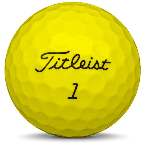 Golfboll av modellen Titleist DT Trusoft i gul färg