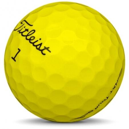 Golfboll av modellen Titleist NXT Tour S i gul färg