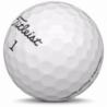 Golfboll av modellen Titleist Pro V1 i 2016års version med vit färg