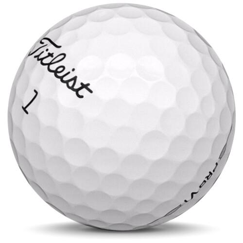Golfboll av modellen Titleist Pro v1 i 2020 års version med vit färg sned bild