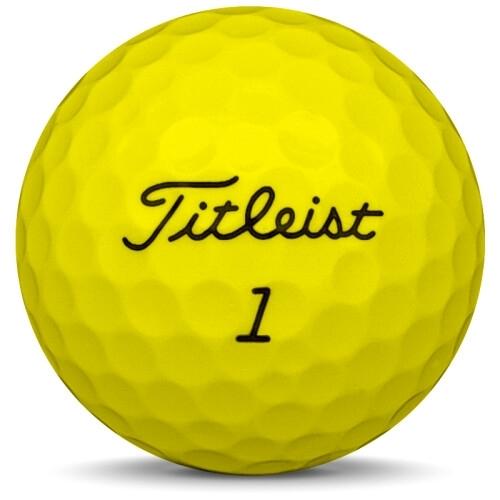 Golfboll av modellen Titleist Tour Soft i 2019 års version med gul färg framifrån