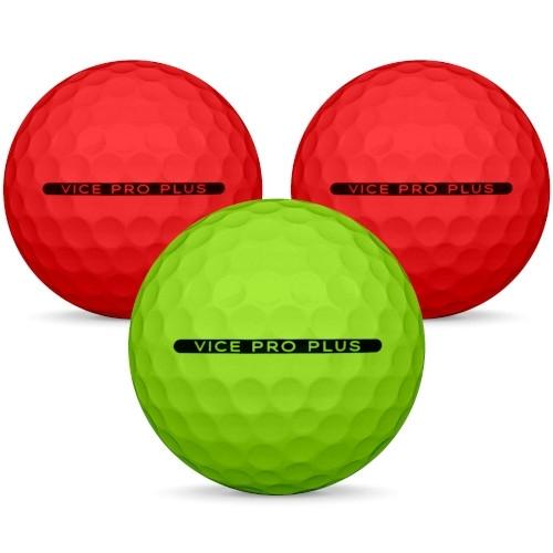 Golfboll av modellen Vice Pro Plus i 2019 års version med neon röd grön färg