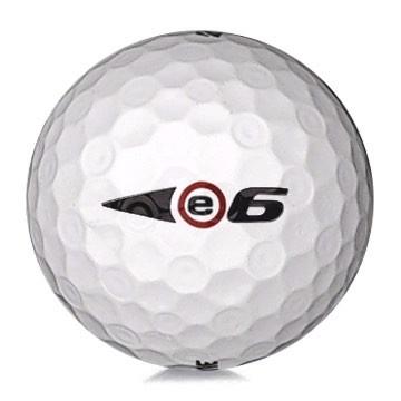 Golfboll av modellen Bridgestone E6 i vit färg