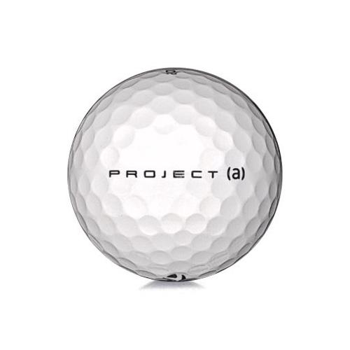 Golfboll av modellen TaylorMade Project (a) i 2017års version med vit färg