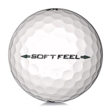 Golfboll av modellen Srixon Soft Feel i 2017års version med vit färg
