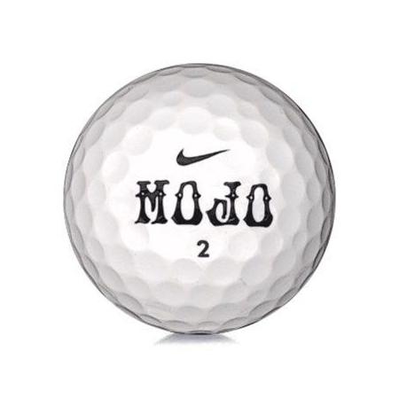Golfboll av modellen Nike Mojo i vit färg