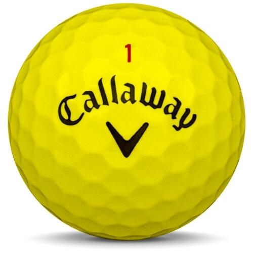 Golfboll av modellen Callaway Chrome Soft i 2017 års version med gul färg framifrån