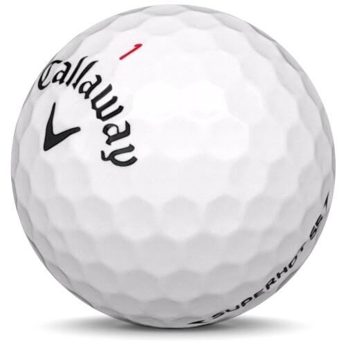 Golfboll av modellen Callaway Superhot 55 i 2018 års version med vit färg sned bild