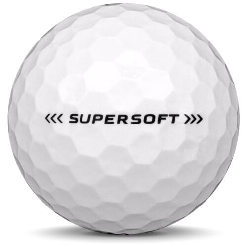 Golfboll av modellen Callaway Supersoft i 2018 års version med vit färg från sidan